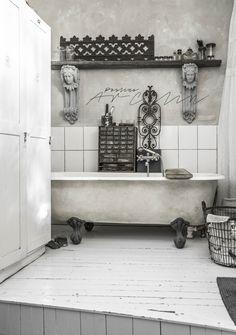 bathtub | Paulina Arcklin
