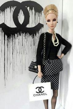 Barbie Chanel (http://fabulouschannelbygiselleclaudino.blogspot.com.au/2012/06/chanel-barbie-doll-so-chic.html)