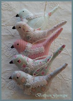 Tavaszi Shabby Chic madárkák -   Shabby Chic Spring birdies Textiles, Dinosaur Stuffed Animal, Shabby Chic, Pets, Spring, Animals, Amigurumi, Animals And Pets, Animales