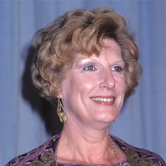 Nancy Marchand (1928.2000) She began her career in theatre in 1951 and she worked at many of the great theaters in the United States.  She was perhaps most famous for her television portrayals of the autocratic newspaper publisher Margaret Pynchon   on Lou Grant and matriarch Livia Soprano on The Sopranos.. Female Actresses, Actors & Actresses, Best Supporting Actor, The Villain, In The Flesh, American Actress, Comedians, Newspaper, Theatre