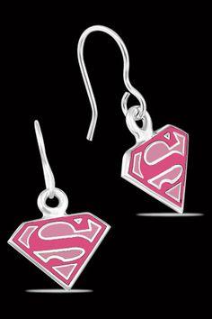 Collar y Aretes de Supergirl DC Comics. Si quieres ver mas accesorios de #DCcomics, checa nuestro link donde tenemos los mejores modelos listos para ti con envíos a todo #Mexico.