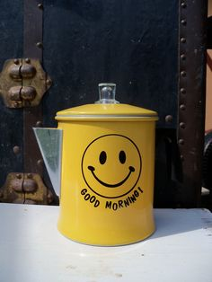 smiley face coffee pot!  How cute!  Too bad I don't drink coffee.