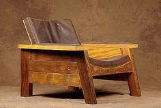 Un ex-surfista, el diseñador brasileño Carlos Motta, comenzó la creación de mobiliario con piezas de madera traídas por el océano a la costa de Sao Paulo en los años 70. Después de graduarse en Arq...
