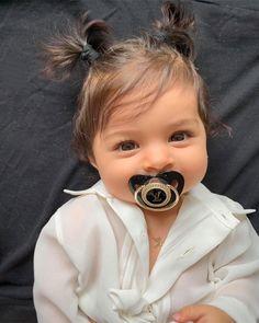 Ahhh Deus no sei lidar com tanta fofura! So Cute Baby, Lil Baby, Baby Kind, Little Babies, Cute Kids, Baby Girls, Cute Babies, Baby Boy, Baby Girl Poses