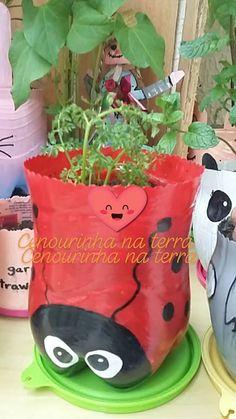 Plastic Bottle Planter, Reuse Plastic Bottles, Plastic Bottle Crafts, Diy Bottle, Tin Can Crafts, Crafts For Kids, Diy Crafts, House Plants Decor, Plant Decor