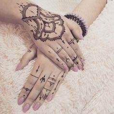 hand tattoo ideas (51)