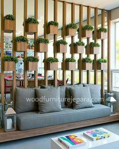 Ripas De Madeira Com Vasos De Plantas Para Dividir Sala De Estar E Jantar  Más