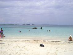 Isla Perro y su famoso barco hundido. Es la isla más visitada en Kuna Yala (San Blas)