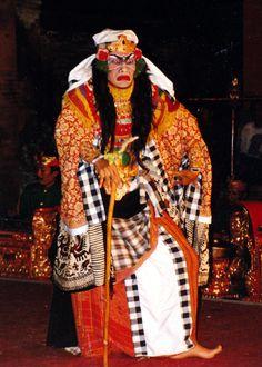 Rangda (evil widow/witch), Barong dance, Ubud Palace, Bali © Judith Sylte, 1997.