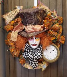 I love handcrafting wreaths for all occasions, Styrofoam Head Art and also love to draw/paint. Christmas Mesh Wreaths, Halloween Wreaths, Halloween Signs, Halloween Pictures, Diy Halloween Decorations, Holidays Halloween, Halloween Crafts, Halloween 2018, Halloween Pumpkins