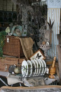 Antique Booth Displays, Antique Booth Ideas, Antique Mall Booth, Vintage Display, Craft Booth Displays, Craft Booths, Display Ideas, Antique Show, Antique Stores