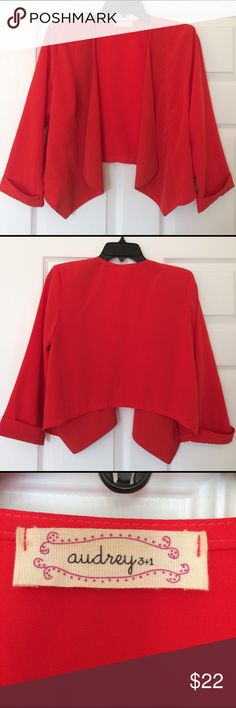 Cropped 3/4 Sleeve Blazer in Coral Satin-like polyester material / No buttons Audrey 3+1 Jackets & Coats Blazers