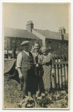 Mother Father & Daughter in Back Garden, V for Victory, WW2, 1943, Beccles, United Kingdom