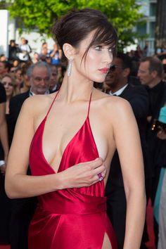 Cannes 2016: Avec sa robe Alexandre Vauthier ultra sexy, Bella Hadid a cassé l'internet