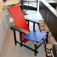 Fauteuil red and blue Gerrit Rietveld par Cassina