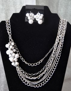 Pearl Splash Necklace and Earrings.