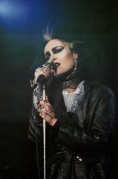 Siouxsie resembling Dave Vanian in this shot