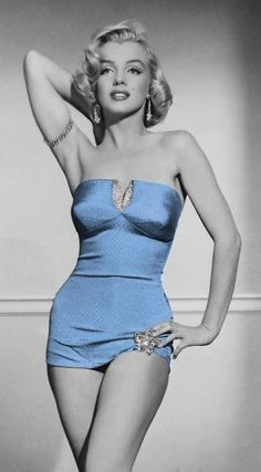 Sexy pics of young Marilyn Monroe, one of the most beautiful women of all time. The epitome of a bottle-blonde bombshell, Monroe was a pin-up model and acclaimed star of . Hollywood Glamour, Old Hollywood, Classic Hollywood, Vintage Beauty, Most Beautiful Women, Beautiful People, Absolutely Stunning, Beautiful Celebrities, Marilyn Monroe Fotos