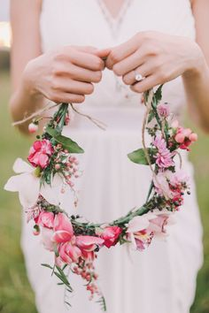 Pretty flower crown | Since it's now officially spring Down Under (yay!), that means it's officially time to celebrate the season — and what sings of spring more than beautiful blooms? Get inspired and excited for the season ahead by taking a peek at these breathtaking floral moments from some of our favorite weddings across Australia. more major floral-filled wedding inspiration: […]