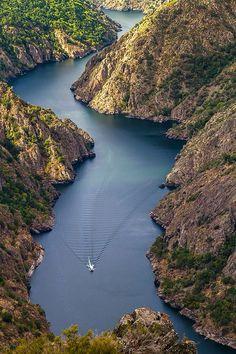 A quién le apetece un paseo en catamarán por los Cañones del Río Sil?? #Galicia #SienteGalicia #RibeiraSacra