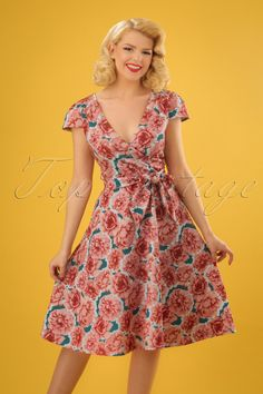d37692b42cc4 ''Bloom and blossom'' in diesem 50s Dawn Vibrant Carnations Swing Dress in