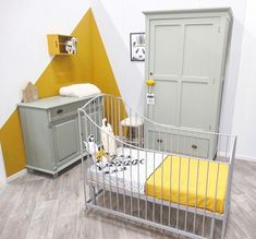 Okergeel en olijfgroen in de babykamer ♡ Baby Room Art, Baby Bedroom, Baby Boy Rooms, Little Girl Rooms, Kids Bedroom, Yellow Kids Rooms, Scandinavian Kids Rooms, Baby Room Neutral, Kids Room Paint