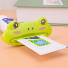 1piece PACKING Toothpaste Tube Squeezer Easy Squeeze Paste Cartoon Frog/Animal Dispenser Holder Bathroom Accessories WHOLESALE