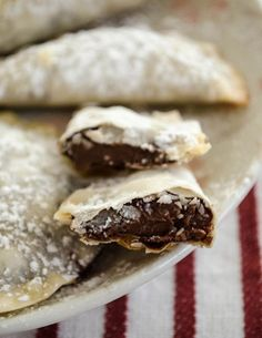 Baked Nutella Ravioli/// using just wonton wraps, Nutella, and powdered sugar!! I can't wait to try it!!