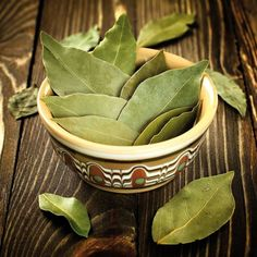Top 5 Bay Leaf Benefits You Should Know Today + Side Effects, The bay leaf comes from the sweet bay tree. It is used for culinary purposes for its distinct fragrance and flavor – and is removed from the cooked food be, Healing Herbs, Medicinal Plants, Natural Healing, Health And Nutrition, Health And Wellness, Health Fitness, Bay Leaf Benefits, Herbal Remedies, Natural Remedies