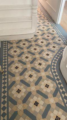 Victorian Hallway Tiles, Tiled Hallway, Hallway Rug, Entrance Hall Decor, House Entrance, Dream Home Design, Home Interior Design, House Design, Edwardian House