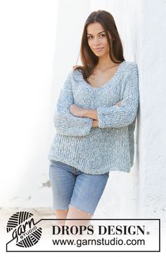 Early Riser - Knitted sweater in 2 strands DROPS Alpaca Bouclé. The piece is worked with v-neck and split in sides. Sizes S - XXXL. - Free pattern by DROPS Design Jumper Knitting Pattern, Knitting Patterns Free, Knit Patterns, Free Knitting, Drops Design, Knitting Gauge, Knitting Stitches, Crochet Design, Summer Knitting