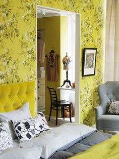 Floral Yellow Wallpapered Bedroom - http://www.dailywomanmag.com/decor-ideas/floral-yellow-wallpapered-bedroom.html