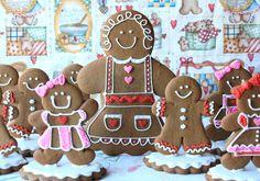 Gingerbread Grandchildren- by Munchkin Munchies Gingerbread Village, Gingerbread Decorations, Gingerbread Man Cookies, Christmas Gingerbread House, Cute Cookies, Noel Christmas, Cupcake Cookies, Christmas Treats, Christmas Baking