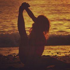 "22 Me gusta, 2 comentarios - Jahsmine Sara Indigo (@jazzmine.s) en Instagram: ""#free #time #yoga #canaryislands #beach #sea #dance #asana #flexyble #life #training #tenerife…"""