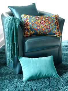 Beautiful teal and a great pillow to add color to the monochromatic look.  I love the lush carpet.