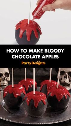 Find out how to make bloody chocolate apples - an easy Halloween party food idea that can be prepared the day before your party. Halloween Desserts, Bolo Halloween, Recetas Halloween, Halloween Donuts, Halloween School Treats, Halloween Goodies, Halloween Food For Party, Spooky Halloween, Halloween Decorations