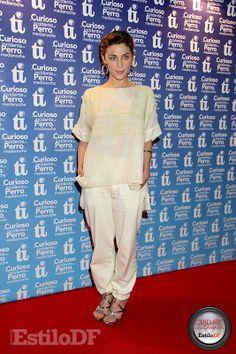 DO!!! Ilse Salas. Está cool, muy bien. Es una obra de teatro y su outfit es el correcto, se ve con clase. Calificación: 10. Cuídate de la Cámara con @EdySmol