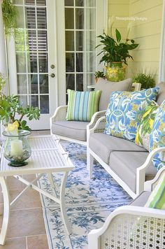 Spring Upper Porch 2016 - Housepitality Designs Micoleys picks for… Outdoor Rooms, Outdoor Living, Outdoor Furniture Sets, Outdoor Decor, Patio Furniture Cushions, Outdoor Patios, Outdoor Kitchens, Küchen Design, House Design
