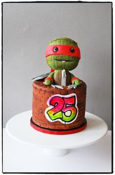 Awesome Ninja Turtle Sackboy Cake I want this cake for my bday Tmnt Cake, Little Big Planet, Cake & Co, Occasion Cakes, Fancy Cakes, Ninja Turtles, Yoshi, Snow Globes, Goodies