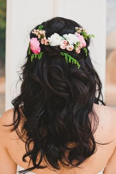 Curly hair with pretty flower decorations by Everything That Sparkles
