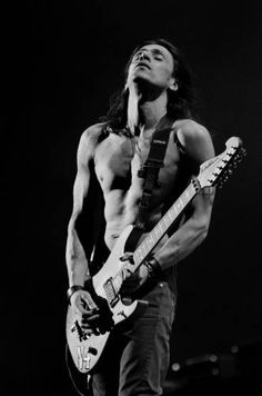 Lost my mind completely watching the latest member of my #HotList this past Sunday. Nuno Bettencourt absolutely rocks....