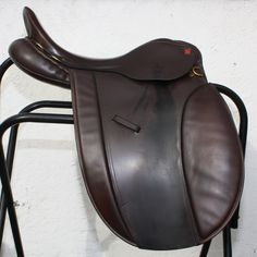 270. Second Hand M VSD/Show saddle 17ins  Extra Wide, £500.00
