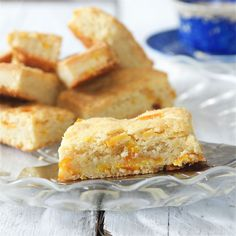 Een recept voor een oranjekoek, met een vleugje sinaasappel. De koek is makkelijk te maken en heerlijk van smaak. Leuk voor Koningsdag!