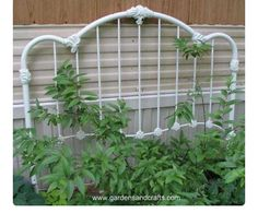 Eye-Catching DIY Trellis Ideas For Your Garden A garden trellis is an excellent way to support plants and flowers while adding structure and decorative flair to your landscape.A garden trellis is an excellent way to support plants and flowers while adding Diy Trellis, Garden Trellis, Trellis Ideas, Wall Trellis, Iron Headboard, Metal Headboards, Antique Headboard, Vintage Garden Decor, Vintage Gardening