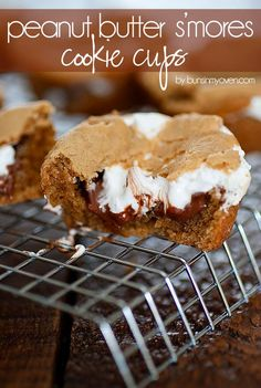 Peanut Butter Smores Cookie Cups recipe sweets dessert treat recipe chocolate marshmallow party munchies yummy cute pretty unique creative food porn cookies cakes brownies I want in my belly ♥ ♥ ♥ Brownie Cookies, Crinkle Cookies, Smores Cookies, Shortbread Cookies, Easy Desserts, Delicious Desserts, Yummy Food, Dessert Healthy, Cupcakes