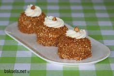 Hazelnootschuimgebakjes schattig en heerlijk! #recept http://www.baksels.net/site/hazelnootschuimgebakjes/