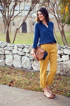 amarelo e azul num look super super elegante. / @ Oficina de Estilo