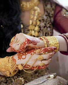 Weeding jewelry Source by Pakistani Bridal Jewelry, Indian Wedding Jewelry, Bridal Mehndi, Mehendi, Wedding Mehndi, Gold Jewelry Simple, Stylish Jewelry, Fashion Jewelry, Hand Jewelry