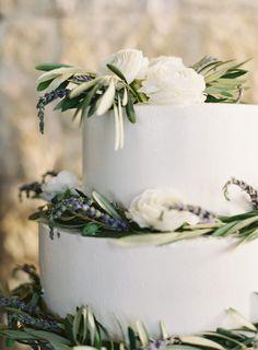 A simple wedding cak