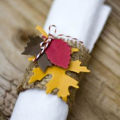 Use paper leaves to decorate your Thanksgiving table this year! Includes instructions for napkin holder, place setting, favors, and candles.